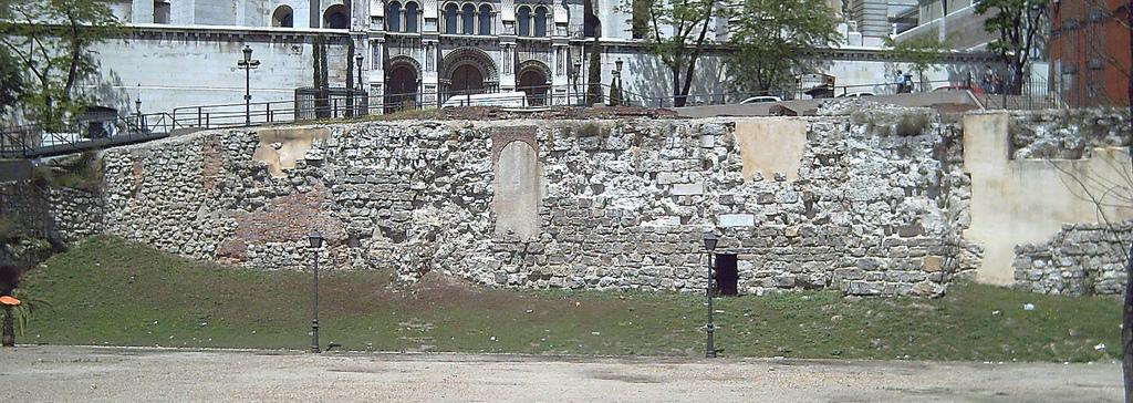 muralla árabe madrid